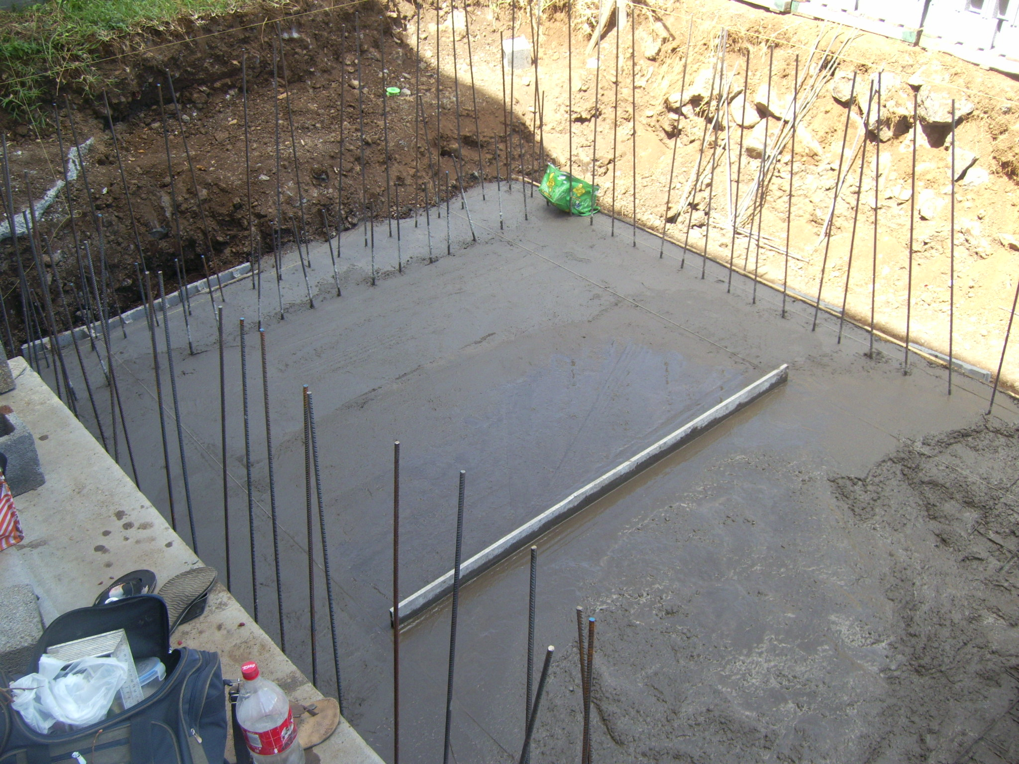 Comment construire piscine for Piscine beton banche