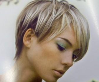 comment coiffer cheveux courts femme