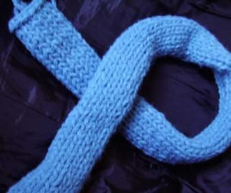 comment tricoter une echarpe sans qu'elle roule