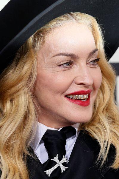 Comment se coiffer 56 ans - Sophie davant sans maquillage ...