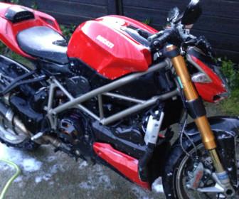comment laver gant moto