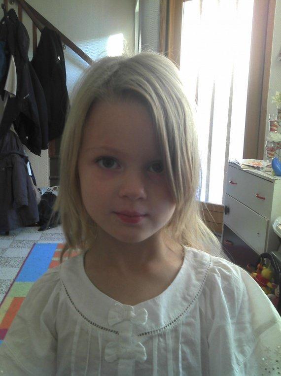 Comment coiffer ma fille de 4ans - Coupe carre plongeant pour petite fille ...
